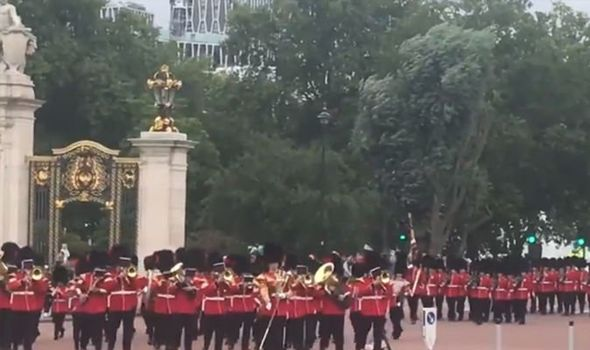 Changing the Guard returns after lockdown