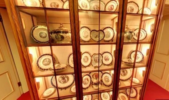 'King of Hanover' porcelain dinner set on ground floor