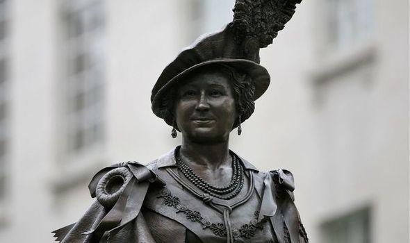 Queen Mother statue
