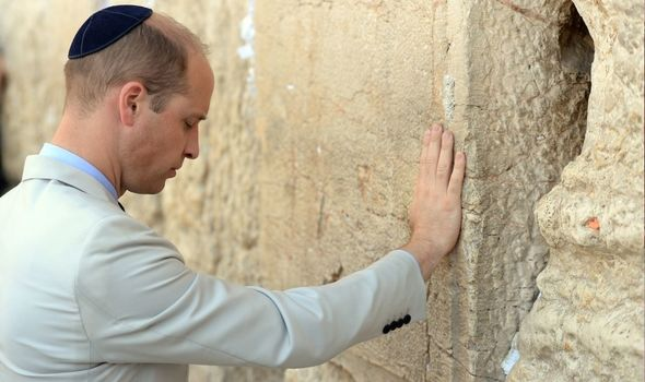 Israel: William touches Jerusalem's Western Wall