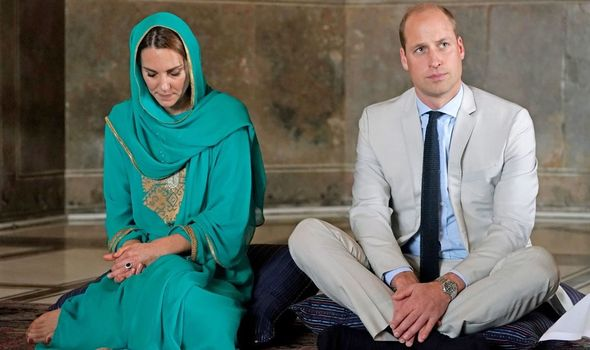 Royals: William and Kate at mosque in Pakistani