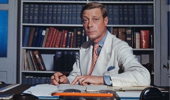 Edward VIII: Royals tried to distract from memoir